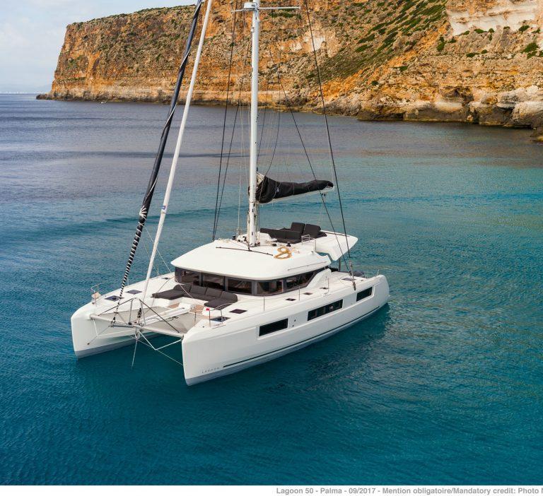 Wine and Catamaran Club Lagoon 50 Exterieur View