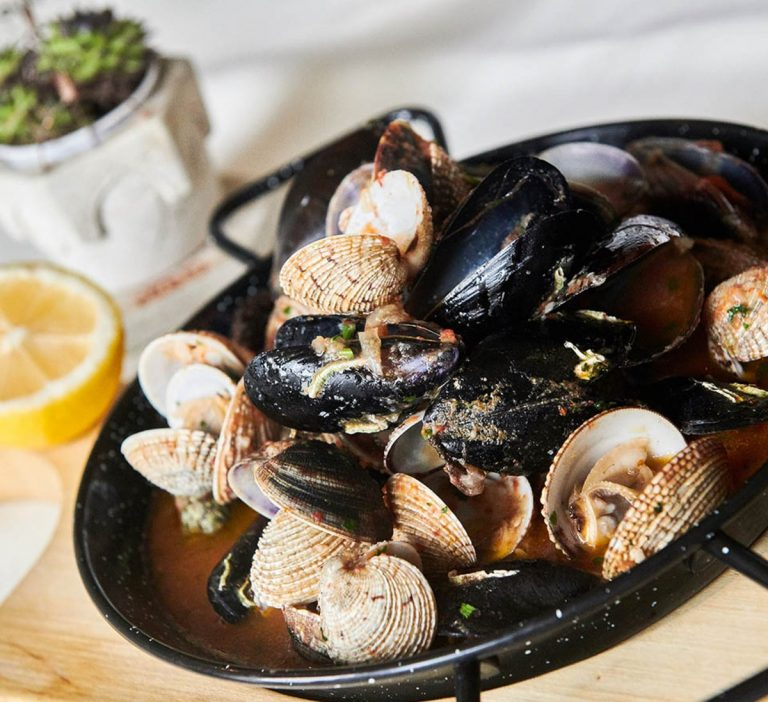 """The Croatian dish """"Buzara"""" consists of various mussels and is very popular"""